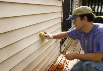 vinyl siding clean hand with brush